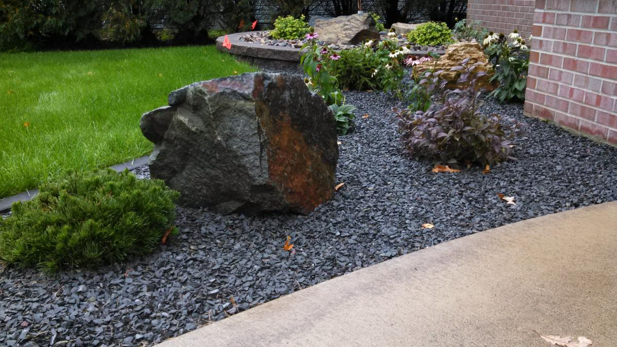 Landscaping rocks and boulders rock garden boulder fancy for Landscaping with rocks and boulders